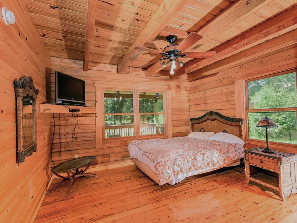 Oasis-in-the-Woods-Bedroom