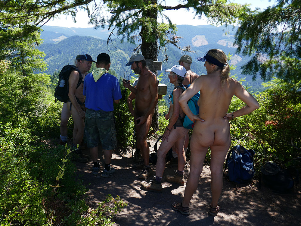 Siskiyou Bares Oregon Nude Hiking